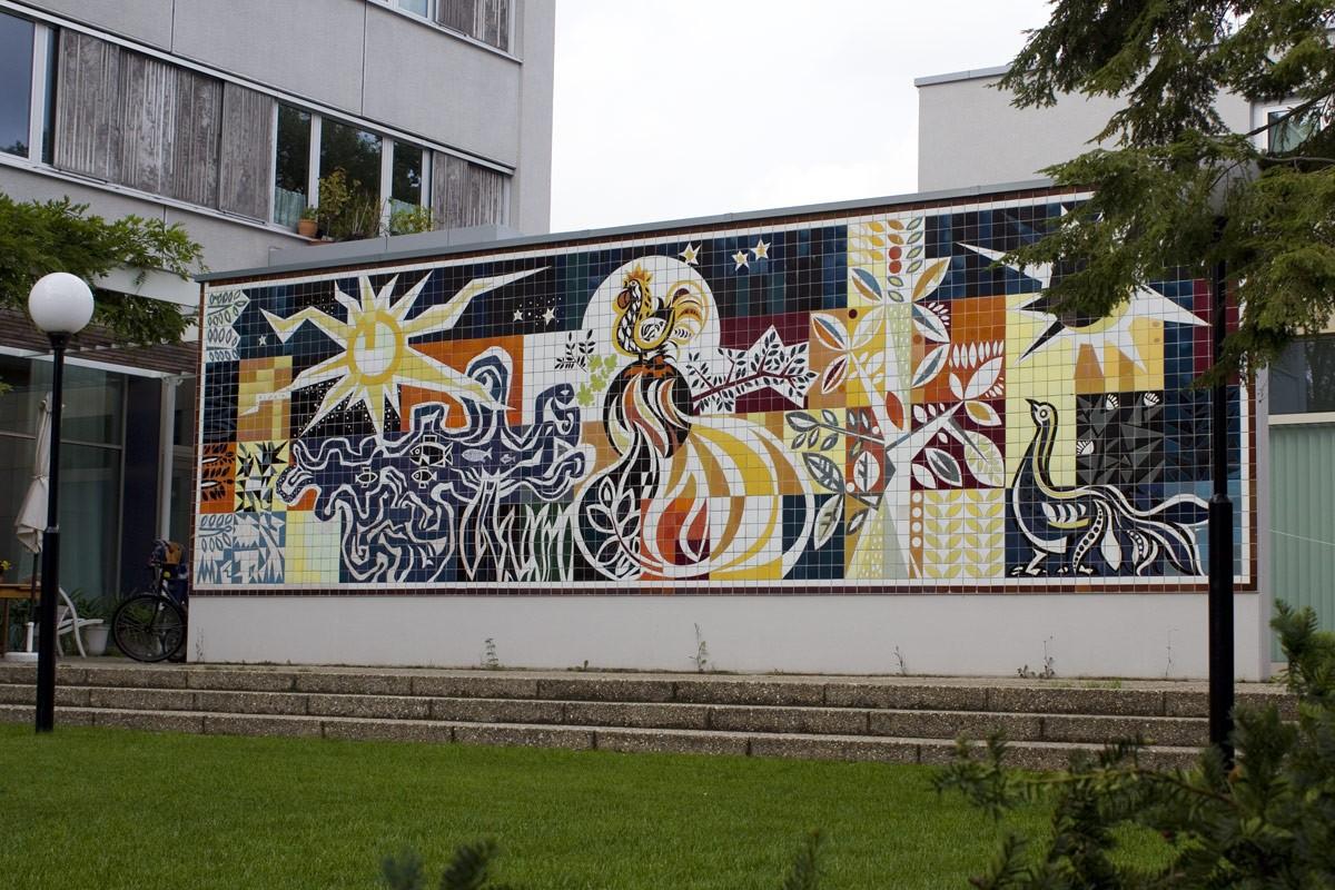 Keramikwand im Garten des ehemaligen Gästehauses der Regierung der DDR