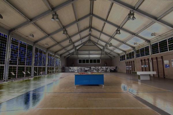 große Sporthalle im Olympischen Dorf