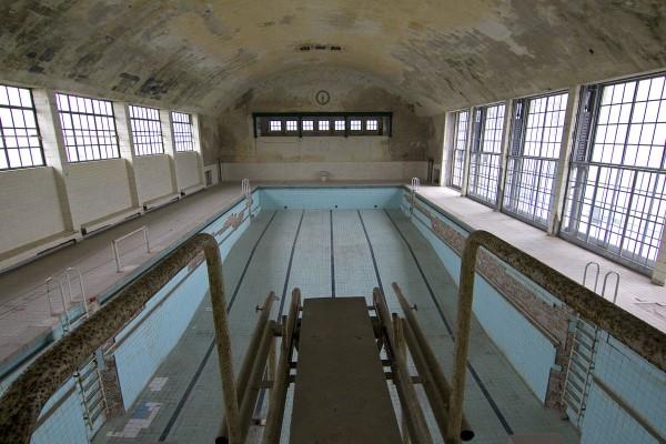 Schwimmhalle vom 3m-Brett aus