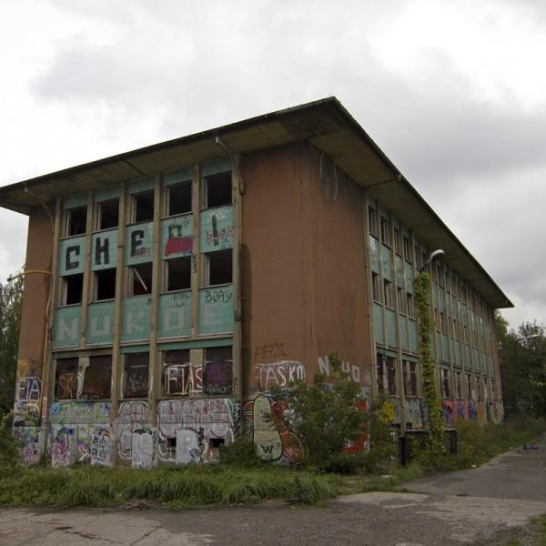 Bahngelände Pankow Bürogebäude hinten