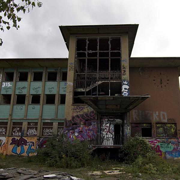 Bahngelände Pankow Bürogebäude vorne