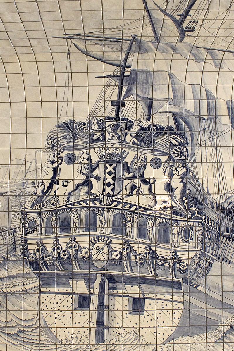 Gekacheltes VOC Schiff in Amsterdam