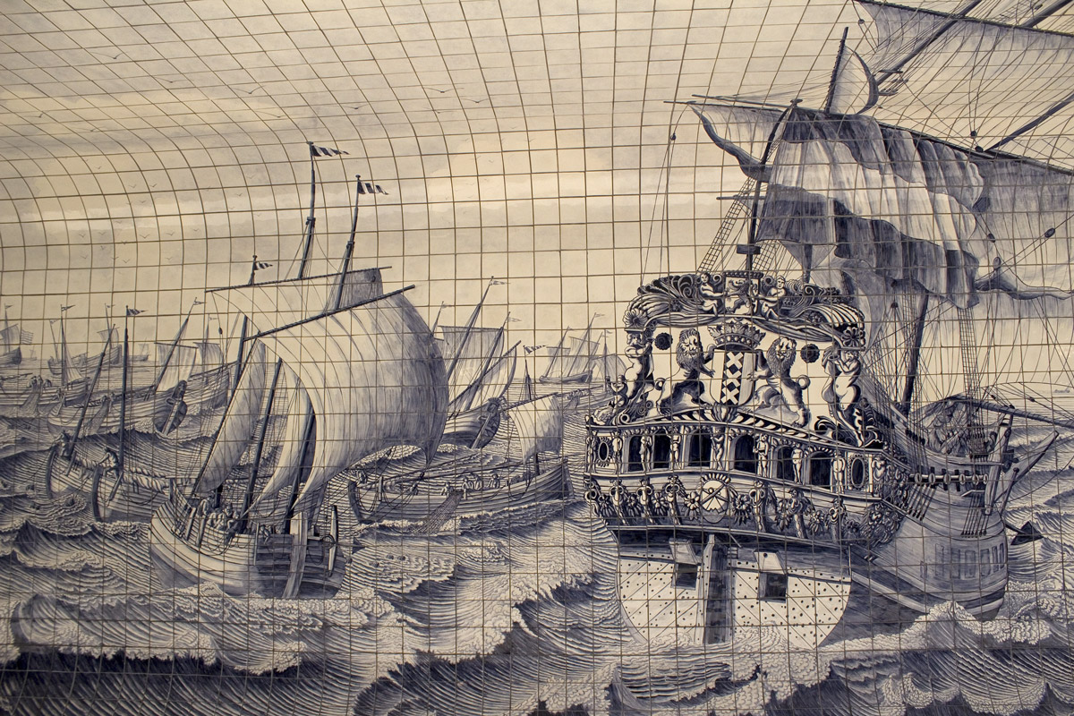 Segelschiffe in Kacheln in Amsterdam