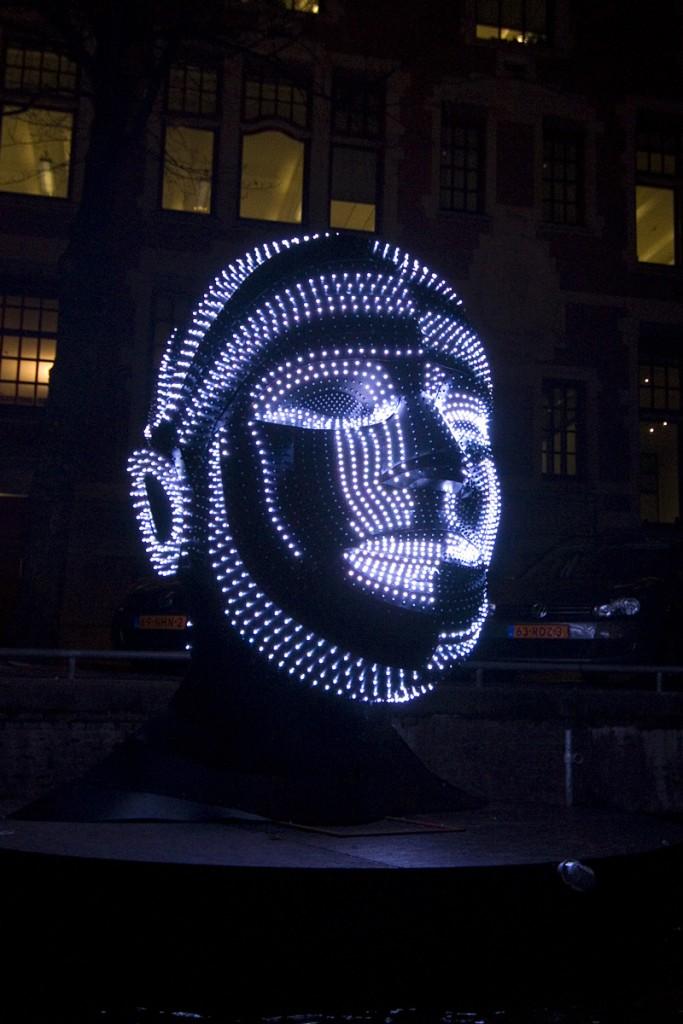 weiterer Kopf aus Leuchtmitteln